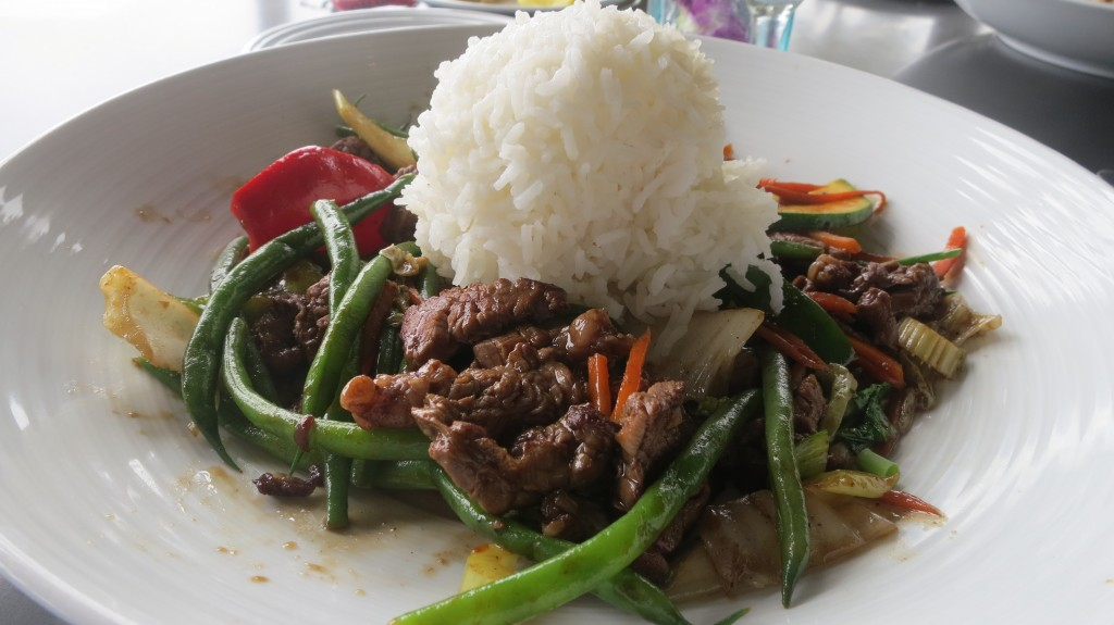 2015 Hawaii S100 2438 | The Stir fry at the Beach House is excellent.
